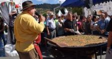 Момчиловски кебап за 700 души сготви Ути Бъчваров на Фестивала на киселото мляко в родопското село